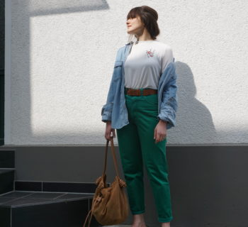 Outfit // green vintage momjeans + embroidered t-shirt + slippers