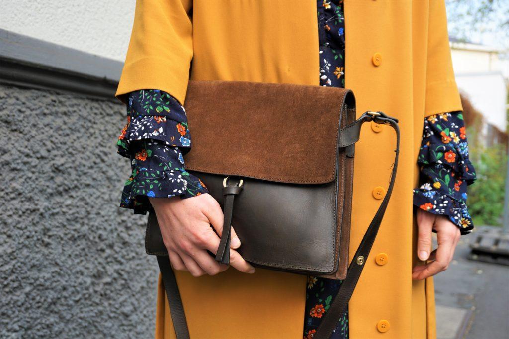 closed square shoulderbag